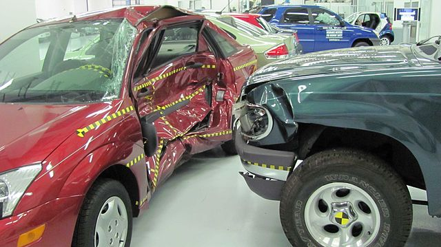 640px-Ford_Focus_versus_Ford_Explorer_crash_test_IIHS