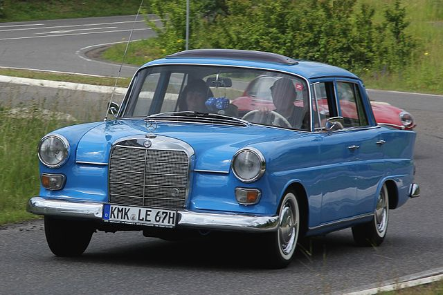 640px-Mercedes-Benz_200_D,_Bj._1967_(2012-06-10_Sp_ret)