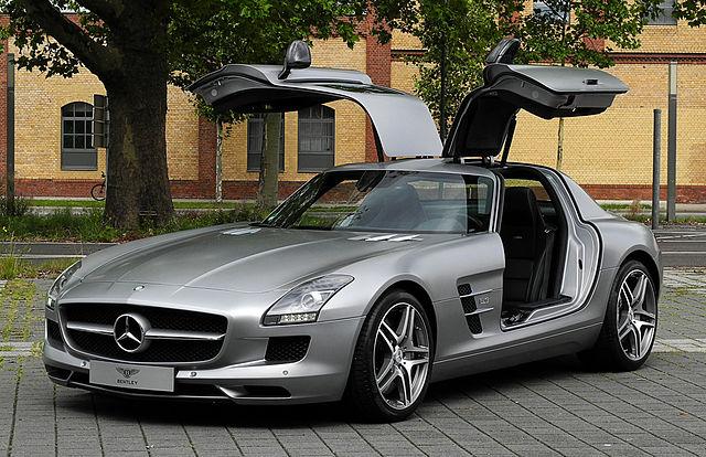 640px-Mercedes-Benz_SLS_AMG_(C_197)_–_Frontansicht_geöffnet,_10._August_2011,_Düsseldorf