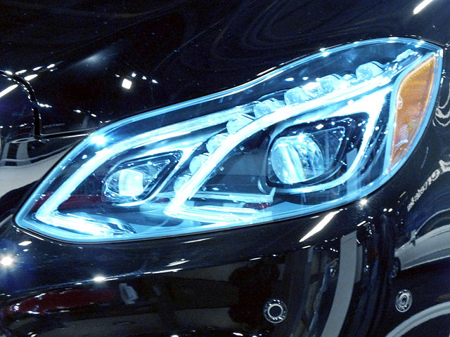 640px-2014_Mercedes-Benz_E-Class_LED_Headlight
